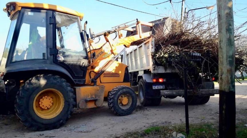 Tareas de limpieza y mantenimiento del espacio público en Quilmes