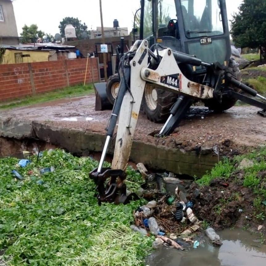 Trabajos de limpieza durante las lluvias para evitar anegamientos