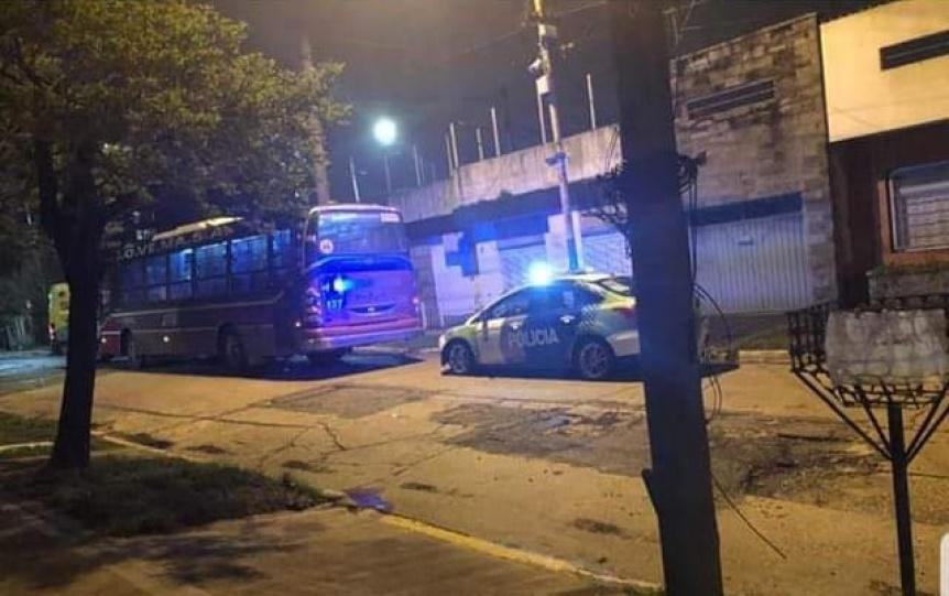 Apuñalaron por la espalda a un pasajero del colectivo 281 para robarle en Quilmes
