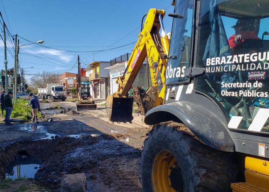 El Municipio realiza trabajos de saneamiento y bacheo en Barrio Mar�timo