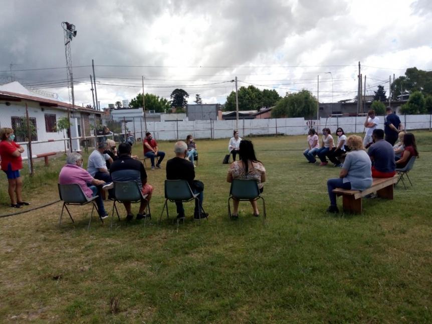 Reuni�n vecinal con funcionarios policiales y municipales en Quilmes Este
