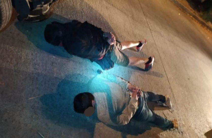 Tres adolescentes heridos en tiroteo con efectivo al que habr�an intentado asaltar