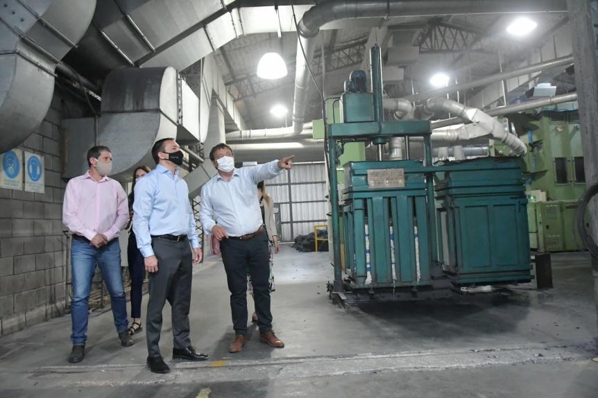 El intendente Watson visitó la planta de la empresa Fibran Sur