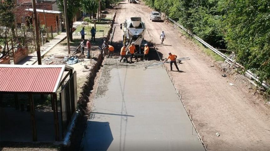 Alte. Brown avanza con las obras de pavimentación en diferentes localidades