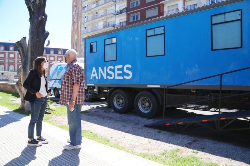 Raverta visit� puntos de atenci�n de ANSES en Mar del Plata