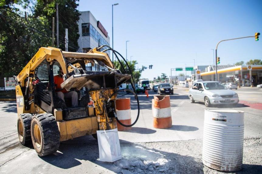 Comenzaron los trabajos de bacheo en avenida Calchaqu� entre Craviotto y Guti�rrez